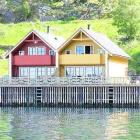 Double house directely at the Sognefjord, i Sogn og Fjordane, many different boat sizes, Internet, very good house for fishing, sightseeing