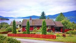 Holiday home in Jondal Kommune at the Hardangerfjord, Fishing boat, Folgefonna glacier only 15 km, very good hiking!