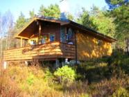 Wooden cottage at the Hardangerfjord, 9,9 hp motorboat for hire, internet, TV, sauna, hiking, trekking, fishing!