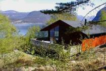 Beautiful cottage at the Hardangerfjord: inklusive 15 hp motorboat, very nice place, 5 persons, 100 m to the Fjord