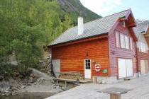 A very nice double house direct at the fjord, 20 hp motorboat inlcuded in the pricing, internet, best view, fishing from the house in the fjord
